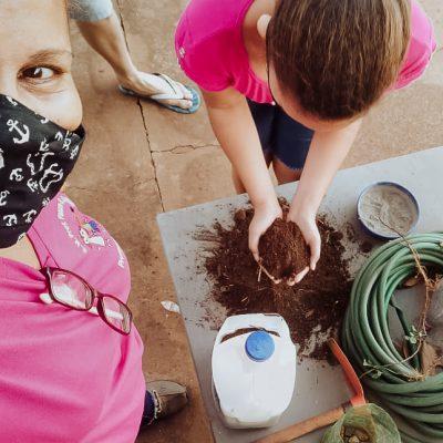 Alunos constroem horta comunitária (4)