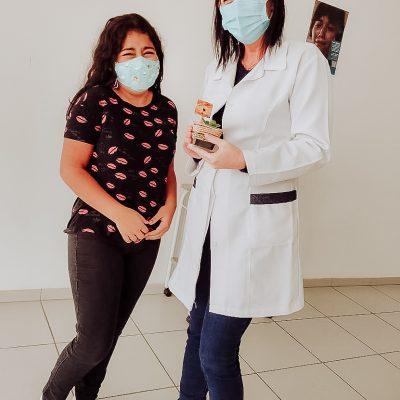 TURMA AL29 - jovens entregam em posto de saúde mudinhas com palavras de Amor